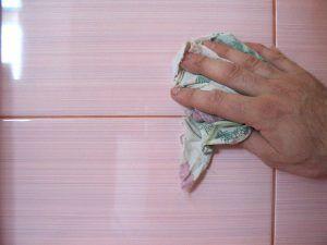 Чем почистить кафель в ванной