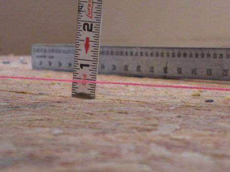 Измеряем растояние от отбитого уровня до основания