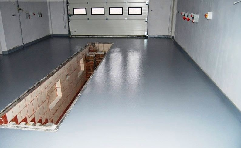 Самовыравнивающаяся стяжка в гараже