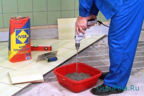 Подготовка клея для плитки