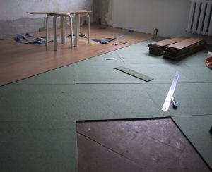 Укладка ламината на бетонную стяжку
