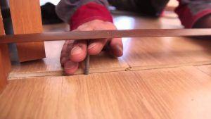 Стык между ламинатом и плиткой без порожка