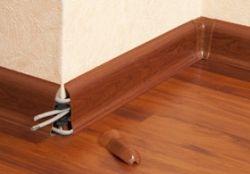 крепления пластикового плинтуса к полу