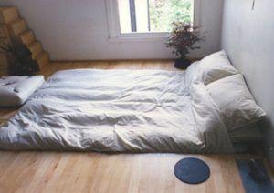 спать на полу