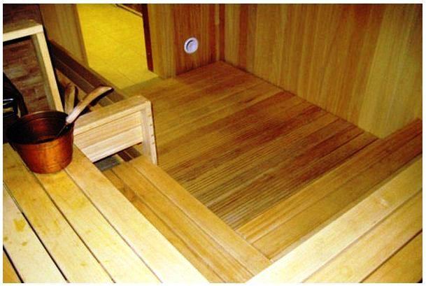 Сплошной деревянный пол в бане