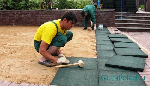 Монтаж резиновой плитки на грунт