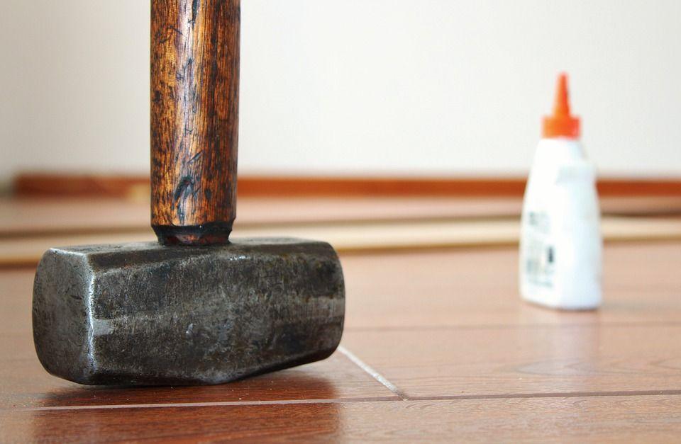 Как приклеить ламинат к полу – Почему при укладке ламината нужен клей? Инструкция  Фото и Видео