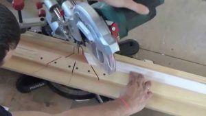 Как использовать стусло потолочный плинтус