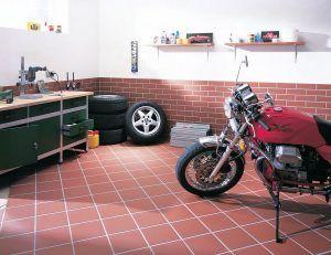 плитка в гараже