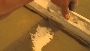 плиточным составом пол